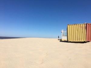 Wijds uitzicht op het strand