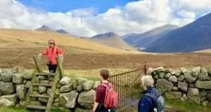 Wandelaars in de Mourne Mountains tijdens wandelvakantie Cooley & Mourne