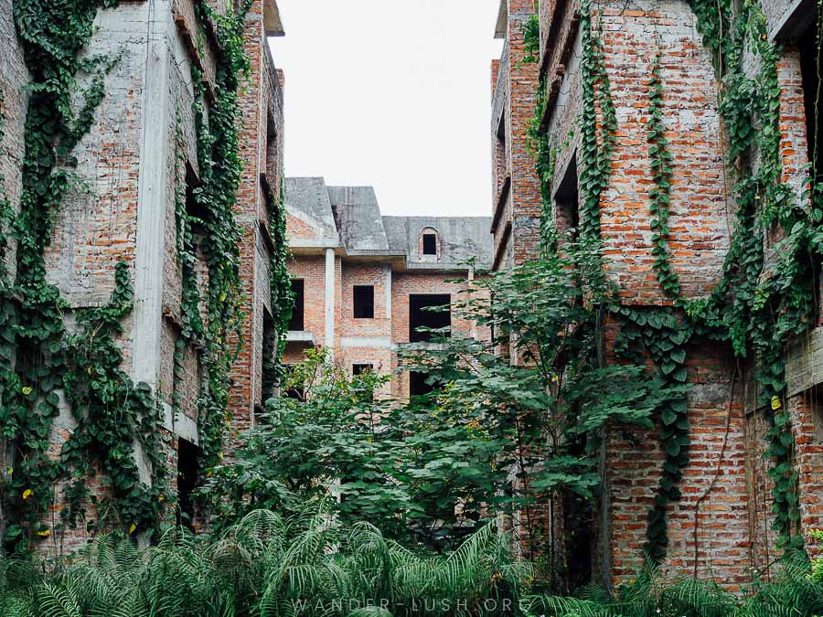 How to visit Lideco Hanoi, Hanoi's infamous 'Ghost Town', including directions and photo tips—plus insight into the history behind the Lideco Urban Area. | © Emily Lush 2017