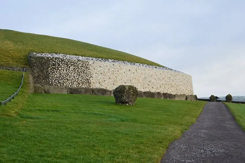 newgrange famous landmarks in ireland