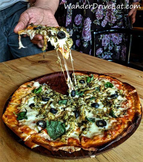 94-House-Bistro-pesto-pollo-pizza