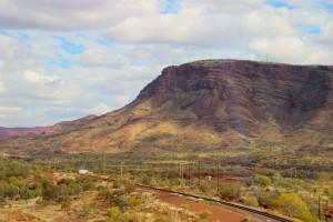 Der Berg von Tom Price aus gesehen