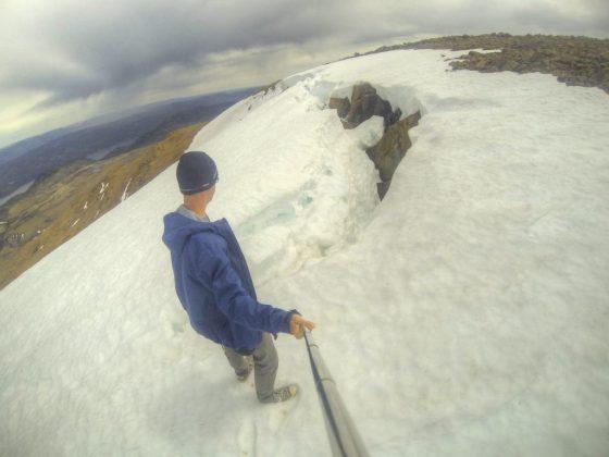 Oben auf den Tablelands im Gros-Morne-Nationalpark liegt noch Schnee