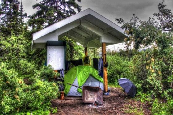 Unser Zeltplatz für die Nacht war dank Dach recht trocken