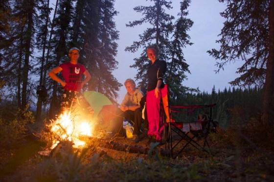 Jeden Abend und jeden Morgen machen wir ein Feuer. Jede Nacht war kalt