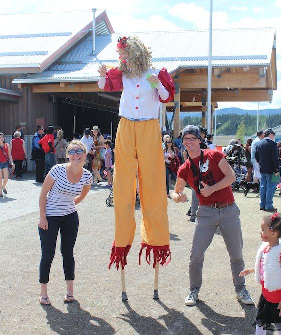 Von links: Alisa, Clown und Markus