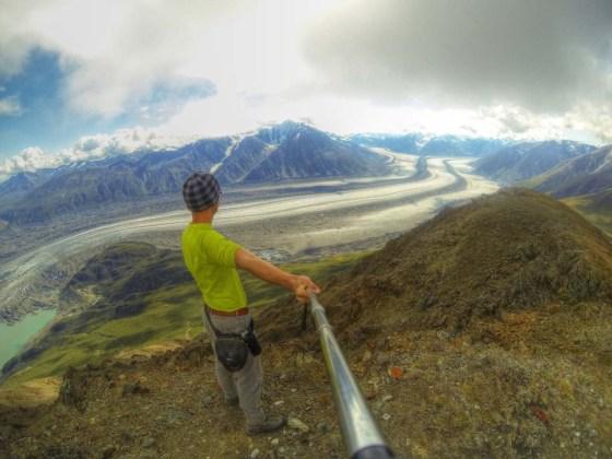 Der Gipfel des Observation Mountains. Von hier blickt man auf den surrealen Strom zweier Gletscher