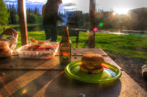 Wir bleiben über nacht, machen BBQ und trinken Alaskan - das beste Bier überhaupt