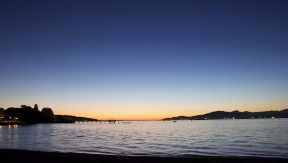 Vom Kitsilano Beach Park aus sieht der Sonnenuntergang so aus