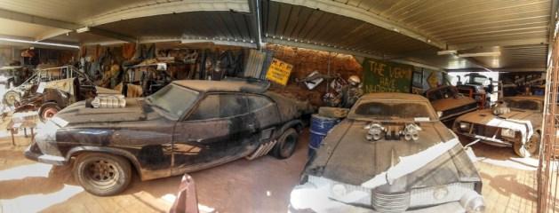 Direkt drei Replicas von Mad Max's Auto stehen im Museum zur Besichtigung herum