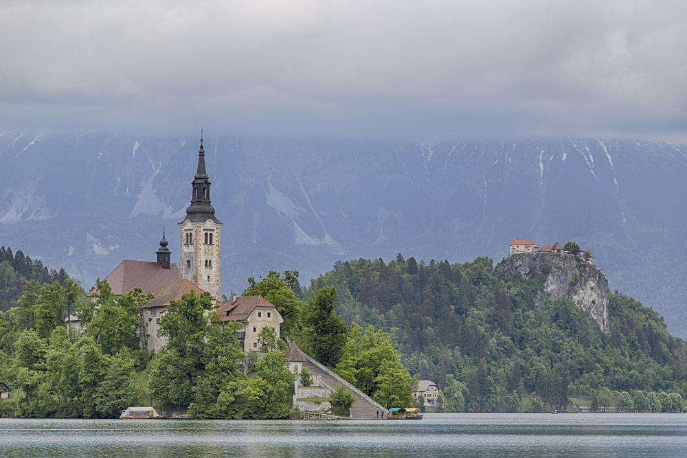 Marienkirche mit Burg im Hintergrund