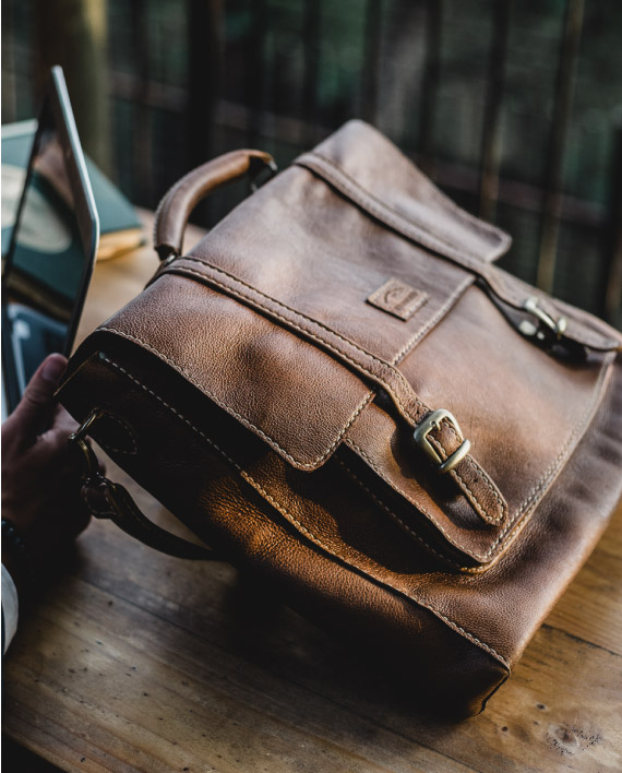 Grayson by Wanderer Handcrafted leather - Leather laptop bag