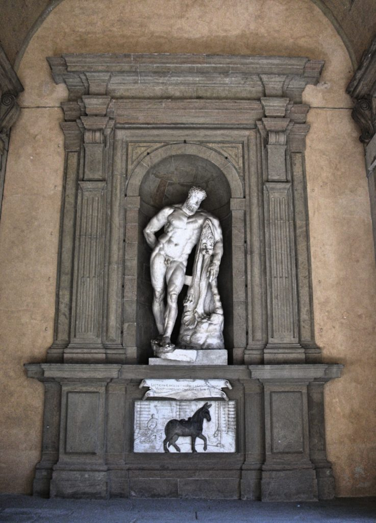 48 hours in Florence: Palazzo Pitti Statues, Florence, Italy