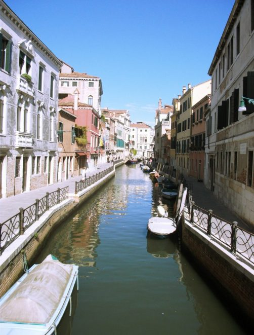 Budget Things To Do in Italy: Walk the side streets of Venice