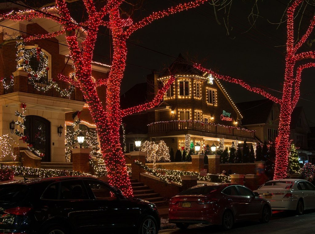 Dash & Lily Filming Locations: Dyker Heights Brooklyn Christmas Lights