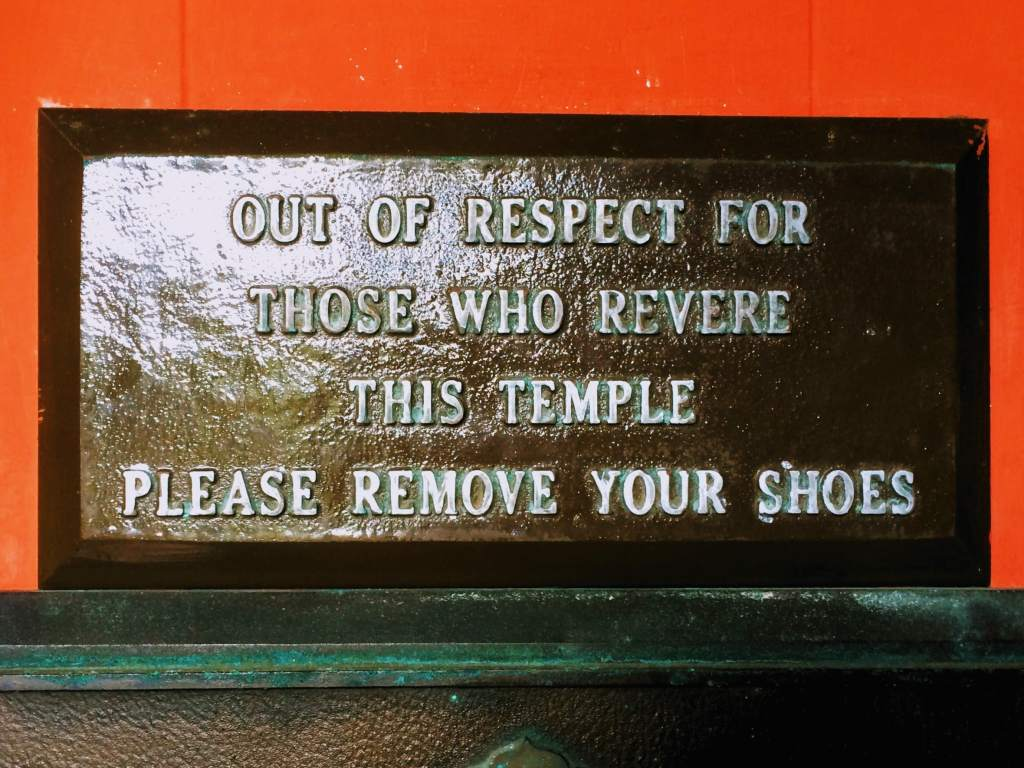 'Remove your shoes' sign at Hawaii's Buddhist Temple