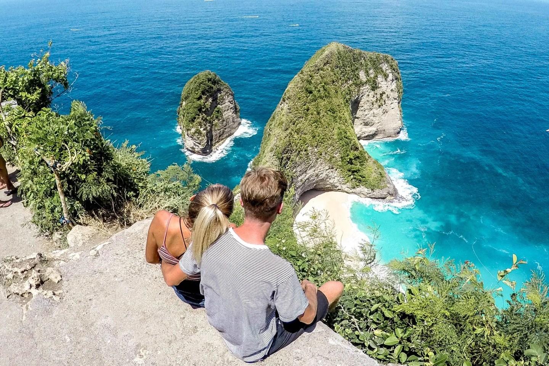Wanderers & Warriors - Charlie & Lauren UK Travel Couple - Viewpoint At Kelingking Beach Nusa Penida Bali