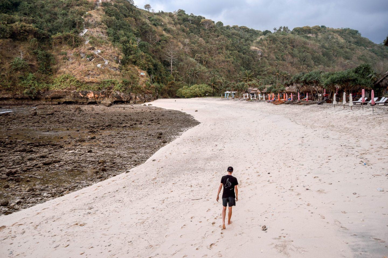 Wanderers & Warriors - Charlie & Lauren UK Travel Couple - Atuh Beach Nusa Penida BalI - Best Beach In Bali - Paket Wisata Nusa Penida - Paket Tour Nusa Penida Beaches - Wisata Nusa Penida - Atuh Beach Sunrise