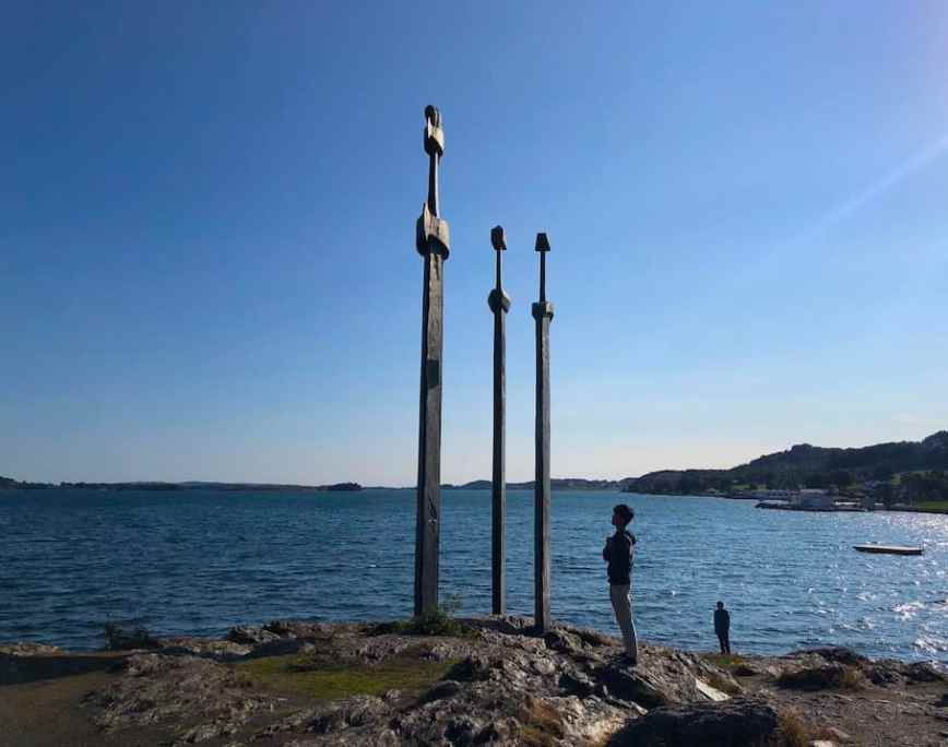 Sverd i fjell- The swords in the rock in Stavanger, Norway. #monument #norway #thingstodo #tips #stavanger #Sverdifjell