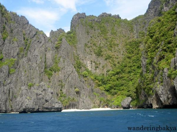 An isolated area in El Nido with the finest white sand I have walked on.