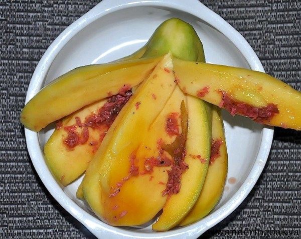 Green mango with shrimp paste or manggang hilaw at bagoong, P20.00 (US $0.44)
