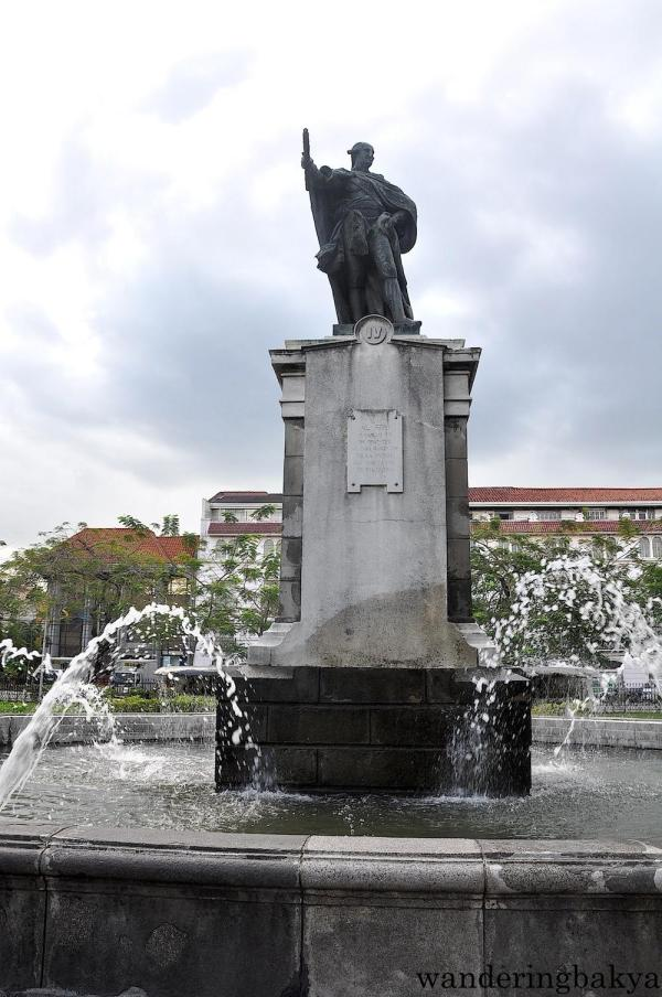 The bronze monument of Carlos IV of Spain was erected in 1824 as a tribute for the introduction of the smallpox vaccine in the Philippines. The fountain was built in 1886.