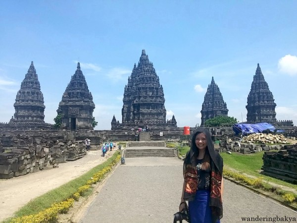 My love affair with Prambanan temples continue with this shot. By around 11am, the heat was unbearable so much so that aplication of topical sunblock seemed pointless.