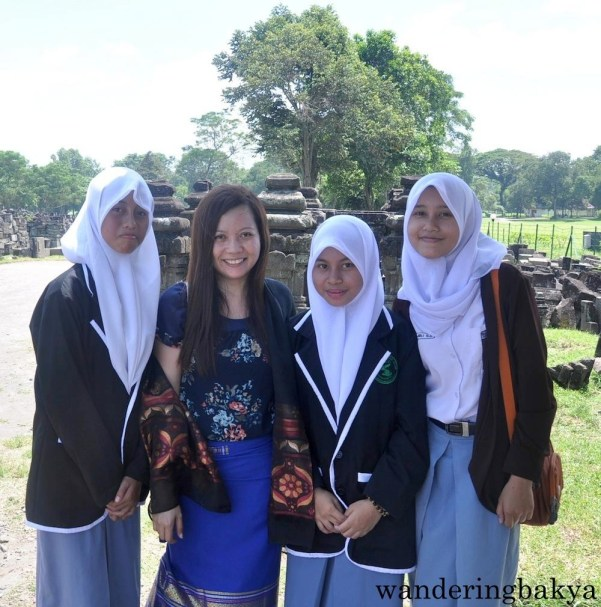 Indonesian girls who are learning English.