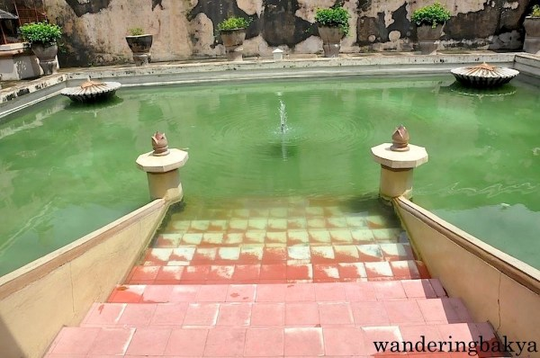 The private pool of the sultan where he had fun with his favorite concubines.