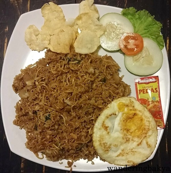 Sego Semrawut, IDR 20,000 (US $1.56). We were too tired and lazy to find a place for dinner so we ended up in this cafe near The Wayang Homestay. It was managaed by kids. Okay, they were teenaged boys who barely spoke English but they were nice. One of them had to buy the ingredients of the food we ordered and came back a few minutes later. Another teenager cooked it (overcooked the kropek) and still another teenager acted as the waiter/cashier.  I did not finish this meal because it was too oily and had like 2-3 cups of rice.