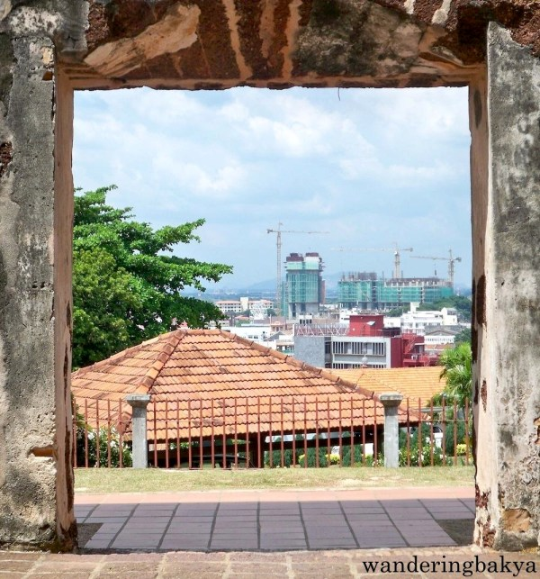 From the hilly portion of Melaka, the new was evidently trying to crowd out the old.