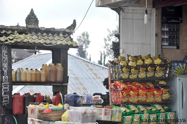 This store by the road is not in Kuta but near Kintamani.