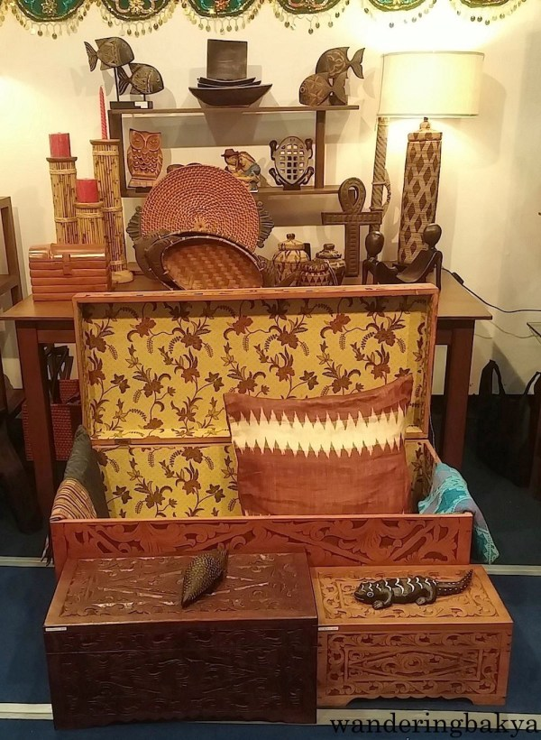 I loved this baul (chest) and the wooden animals are cute.