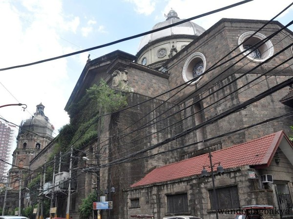 The right side of Binondo Church.