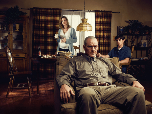Breaking Bad's White family, walt (Bryan Cranston), Skyler (Anna Gunn) and Walter, Jr (RJ Mitte). Photo from hacerselacritica.com