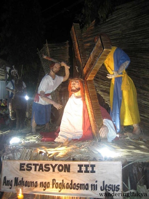 Estasyon III - Ang Nauna nga Pagkadasma ni Jesus (Jesus Falls the First Time). The language is Karay-a (used in my part of Iloilo).