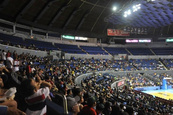 The crowd inside Smart-Araneta Coliseum, waiting for the Barangay Ginebra vs. Meralco Bolts Game