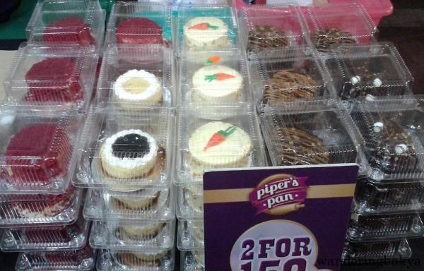 Desserts for cheap: 2 for P150.00 (US $3.25)