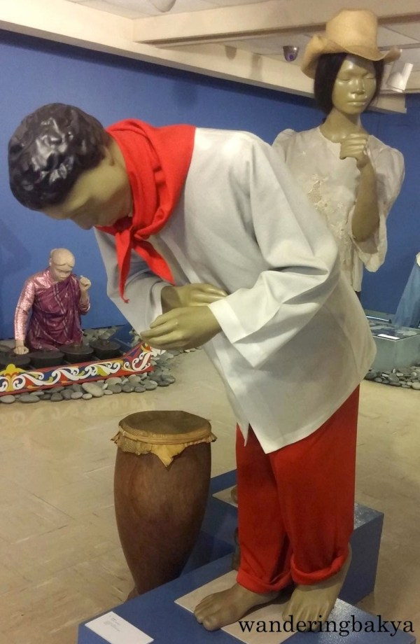 Subli of Bauan Batangas. In the left is a tugtugan (wooden drum) of Tagalog (South Batangas)