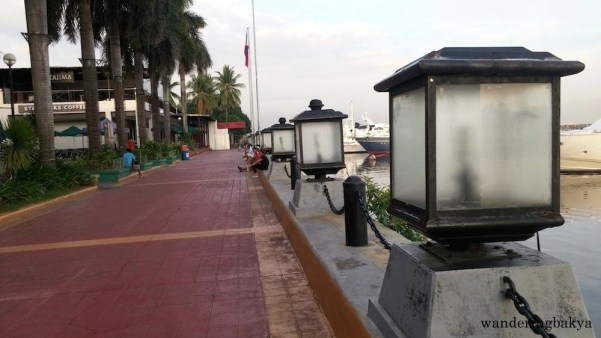 The walking or jogging path at the back of Harbour Square.