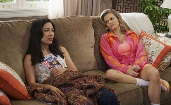 Fresh Off the Boat's Jessica Huang (Constance Wu) and Honey (Chelsey Crisp). Photo from sidereel.com