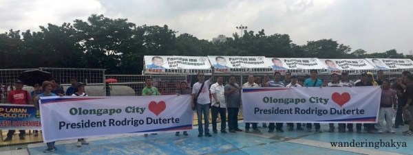 Representatives of different sectoral groups came with their tarpaulins. Olongapo City loves President Rodrigo Duterte. Photo by Mitso