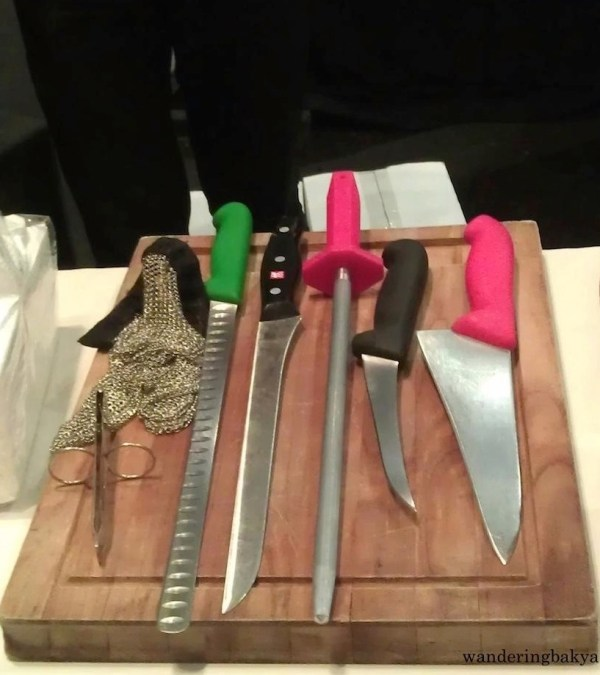 The sharp tools that accompanied the jamón.