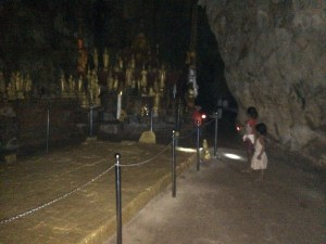 To the Buddha cave, Robin