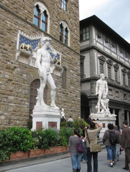 Choosing an Italian spa, statues in Florence