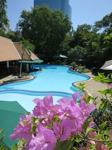 Choosing a hotel in Bangkok, Royal Orchid Sheraton pool