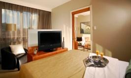 Hotel Le Crystal bedroom with flatscreen TV
