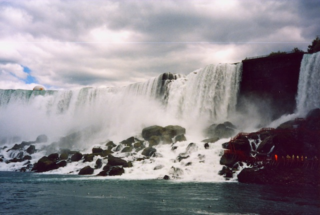 Things to do in Canada: go to Niagara Falls