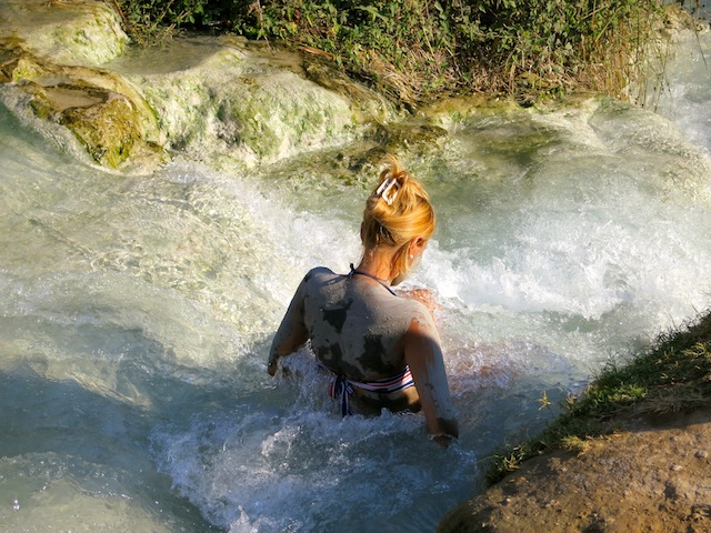 The spa and spa travel to Terme di Saturnia in Italy