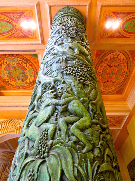 Tree of Life Sun City Africa, monkeys